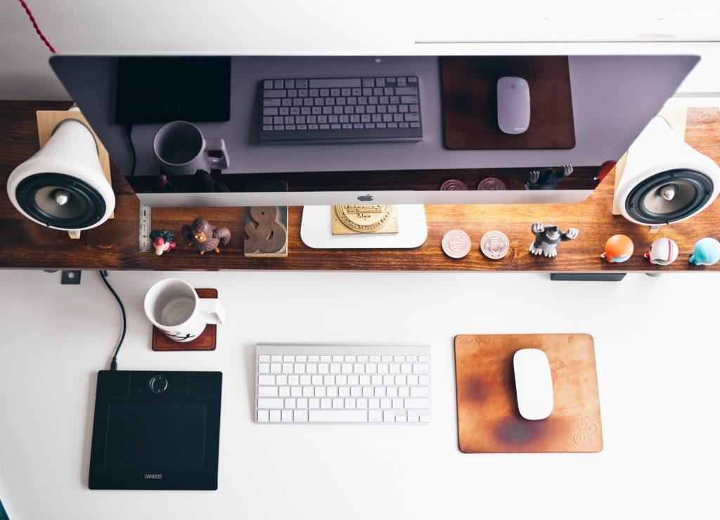 clutter-desk-clean